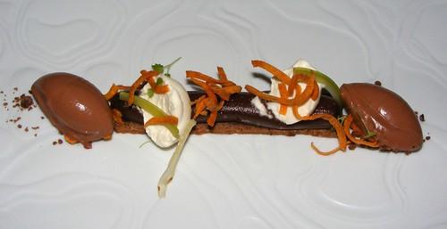 Chocolade dessert met zoete aardappel en bleekselderij bij restaurant Ivy
