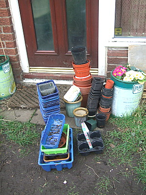 .. and in the process, discovered lots and lots of pots, mostly plastic, mostly still serviceable.