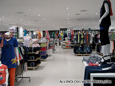 8700 sq ft store