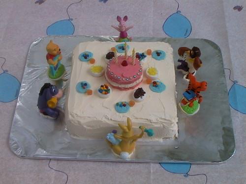 Pooh Bear party cake