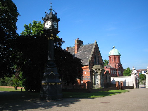 Middlesbrough, Memorial Clock and West Lodge, Albert Park