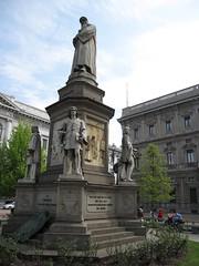 Leonardo da Vinci monument