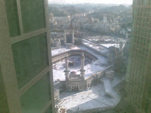 Subhanallah!! Kaabah, dari pandangan tingkap bilik hotel kami.