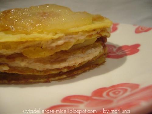 Crepe con farina di ceci alle pere caramellate al miele e crema di amaretti