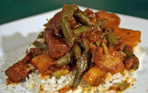 Stewed Green Beans with Smokey Seitan