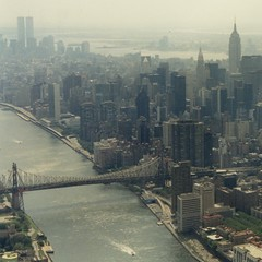 East River + Queensboro Bridge / heli-flight