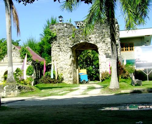One of Argaos pueblo gates that opens to the sea