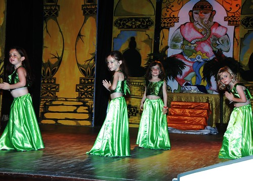 Grace's Dance Number w/ Club Med Mini Club - Bintan