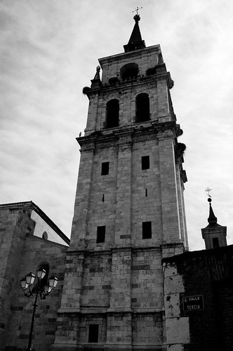 La torre de la iglesia magistral