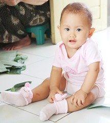 azkia dan kaus kaki favoritnya