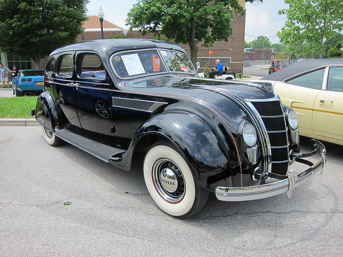 1935 Chrysler Airflow a