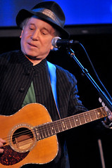 Paul Simon performing at WFUV's 2009 Spring Gala