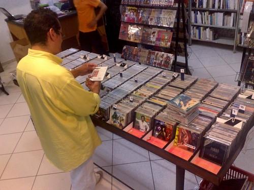 Promoção de CDs a 5 reais. Bancada 1