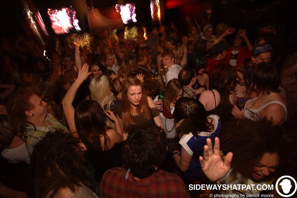 DLYF_031209_crowd-002