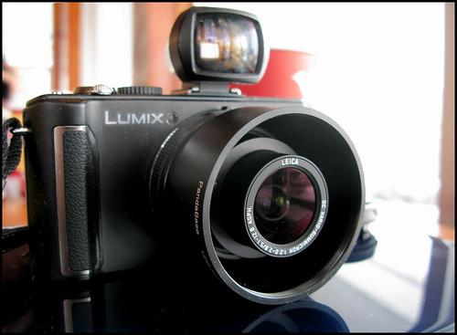 Panasonic Lumix LX3 (by StarbuckGuy)