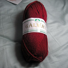Plymouth Yarn Galway red