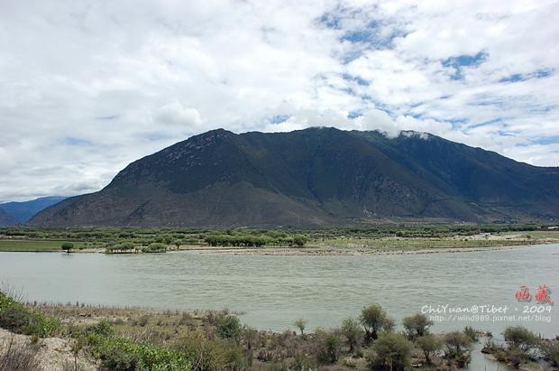西藏林芝江河匯合處05.JPG