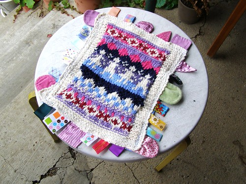 knit taggy blanket