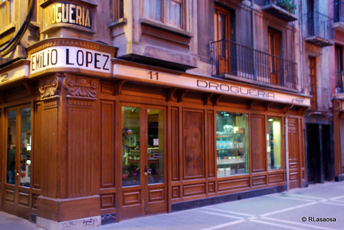 Droguería Emilio López Posiblemente la droguería con más solera de Pamplona. Calle San Antón 2, Pamplona