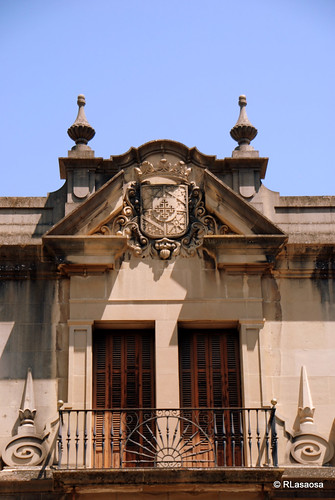 Vista parcial de la fachada del Palacio del Marqués de Vesolla, ubicado en la confluencia de la Calle Nueva con el Rincón de la Aduana.