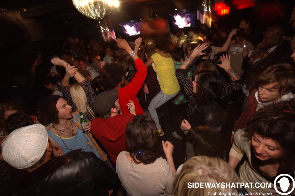 DLYF_031209_crowd-008