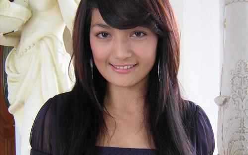 Imel Putri Cahyati, Aktris Indonesia Kelahiran Garut, 8 November 1988