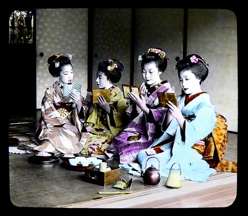 """""""DANCING GIRL"""" MAIKO TOUCHING UP THEIR PRETTY RED LIPS"""