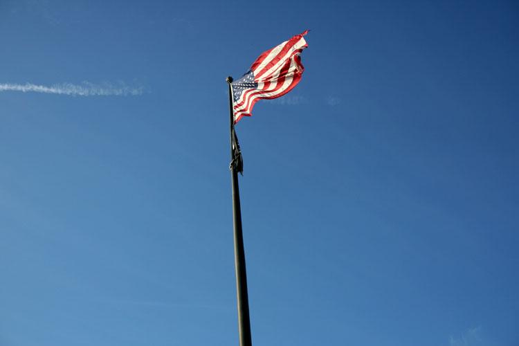 flag breeze