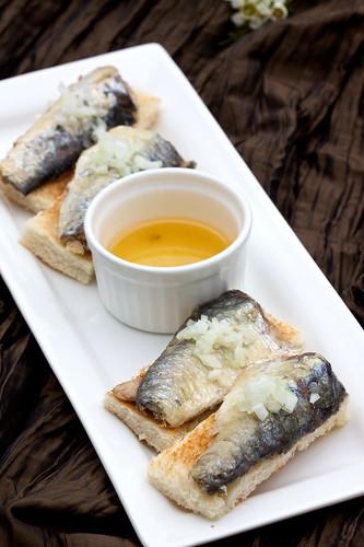 Tinned (FFS!!!) sardines on toast