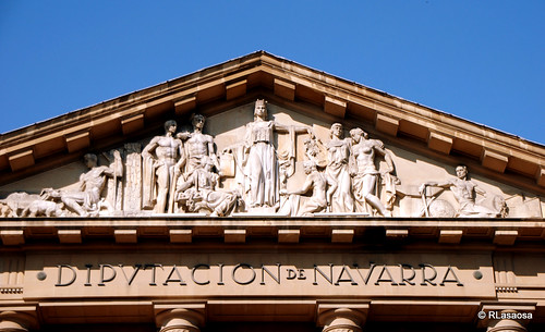 Detalle de la fachada del Palacio de Navarra sobre la Avenida de Carlos III, sede hoy del Gobierno de Navarra.