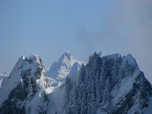 Berge mit Wolken + Winterwald am Rochers de Naye , Kanton Waadt , Schweiz by chrchr_75