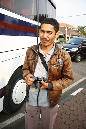 This dude was using an old Canon FT and shooting on film. He captured the people who getting down from our bus and later he went back and developed them and was selling it to us when we in the shoppin area. Talk about effiency