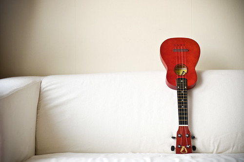 Red ukulele by Benoît Derrier