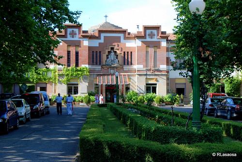 Acceso a la «Casa de Misericordia», en la Vuelta del Castillo, obra del arquitecto pamplonés Víctor Eusa.