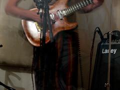 הגיטרה והמגבר של תבור