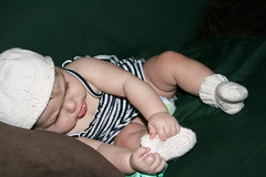 2009-08-28-white-baby-set2