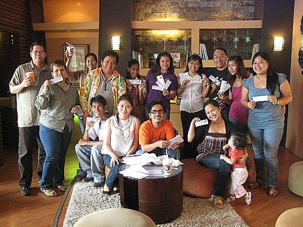 Mr. Michael Wee (extreme left), producer of Air Supply in GenSan Concert with Bariles and some of the winners of the Blog Contest, after the awarding rites at Coffee Club 101 on September 28, 2009.