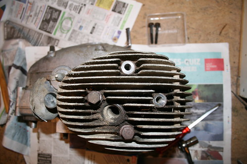 Taking off the cylinder head (Tempo Standard 1955)