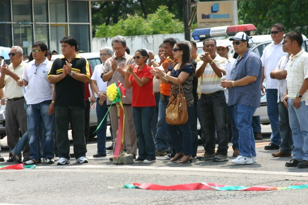 Congresswoman Darlen Custodio and other Special Guests, including former LTO-GenSan Chief Gauvain Benzonan applaud after cutting the ribbon representing the Highway-J.Catolico Junction Traffic Lights Signal System. Assisting them were City Councilors Dante Vicente, Meg Santos, Jun Avila, Odjok Acharon with Fil-Chinese Chamber Prexy Paul Gaisano, among others.