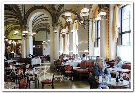 中央咖啡館內部