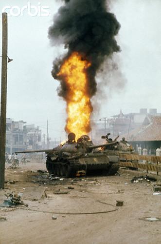 T-54 cháy trên đường Võ Tánh (Hoàng Văn Thụ bây giờ), gần Lăng Cha Cả