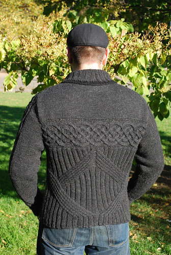 What an amazing sweater - truly, I love this one!  Almost makes me wish I had a guy around to make one for.  he he he