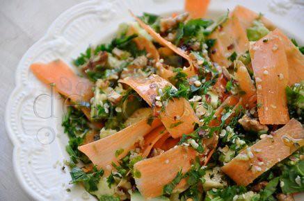 salata de morcovi, avocado, nuci & seminte de canepa (1 of 1)