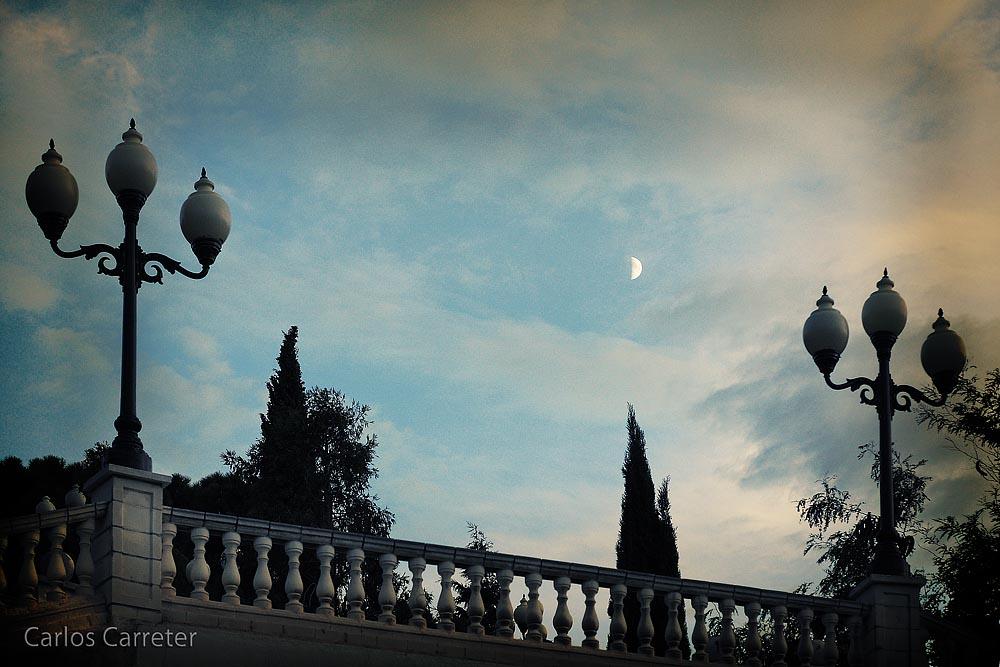 Luna y farolas