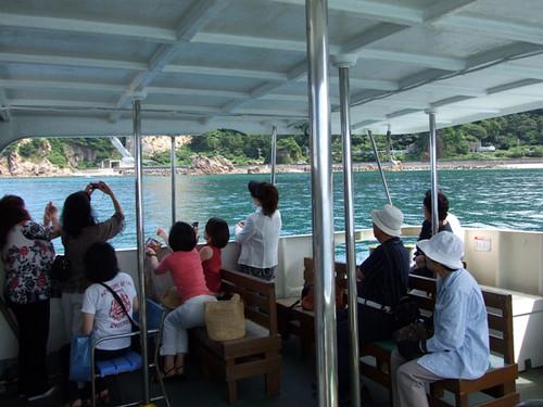 遊覧船上からのウミネコの餌付け~笹川流れ