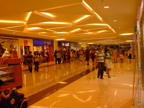 SM Fairview's New Look. New flooring and new lighting.
