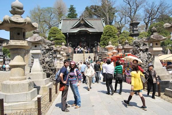 Pau y Vero en el Narita-san Shinshō-ji
