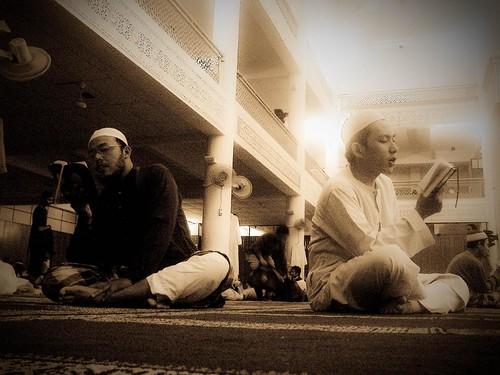 Ahli-ahli ISMA beriktikaf di Masjid UIA