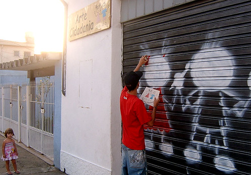 Ricardo Nunes grafitou a fachada do projeto