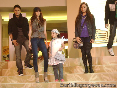 Mega Atrium teens fashion
